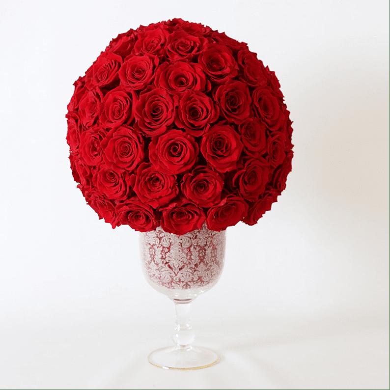 long lasting rose amor orses in a crystal vase