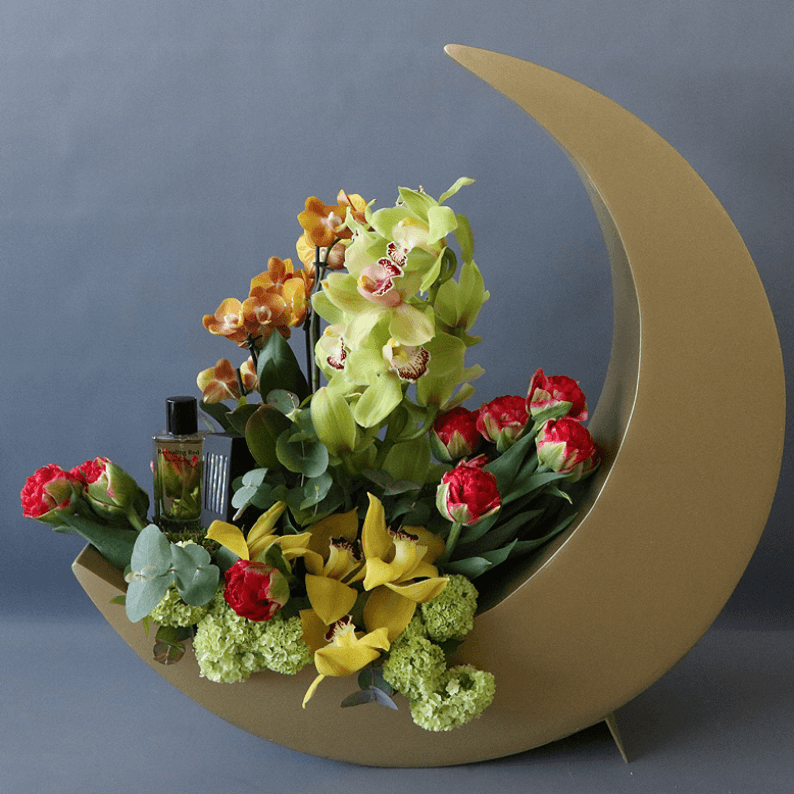 Gold moon with revealing red perfume and cymbidium orchids and red roses