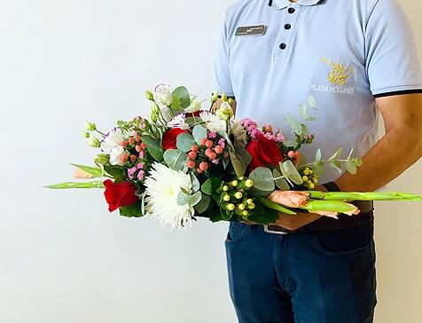 Plaza Hollandi florist delivering flowers11