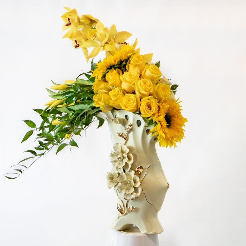 Flower arrangement with yellow flowers