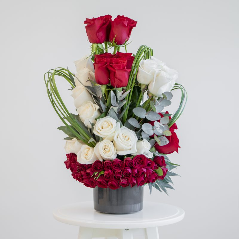 Red and white roses in a flower arrangement