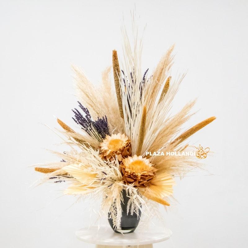 Dried flowers, Black vase