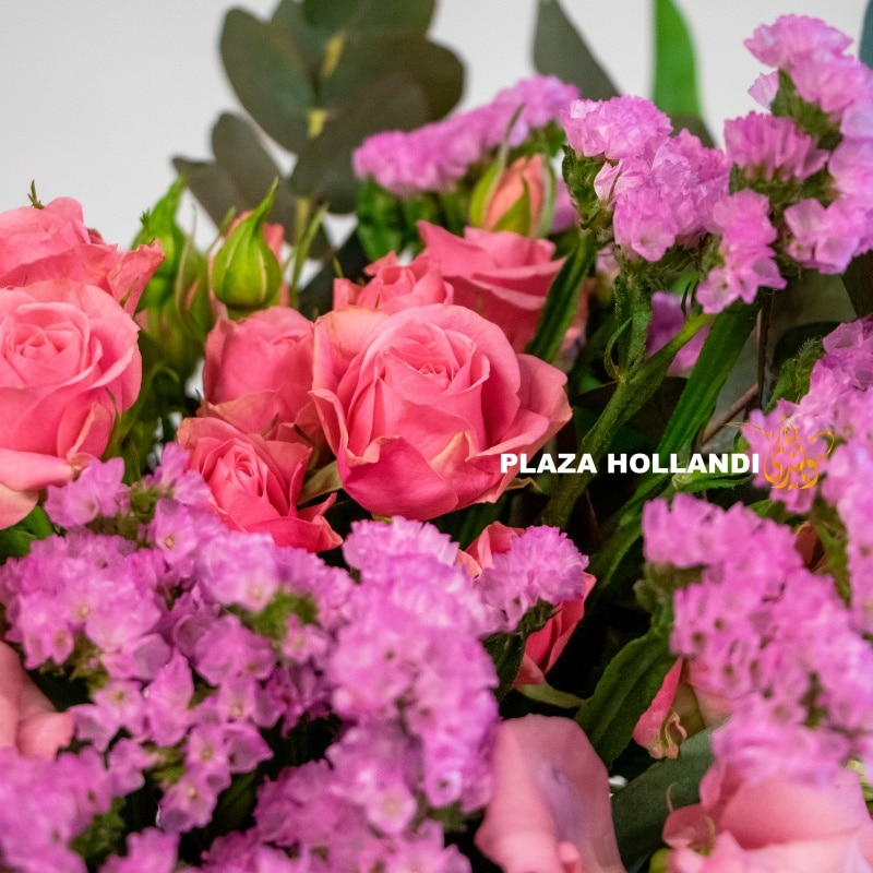 spray roses, pink rose and statice