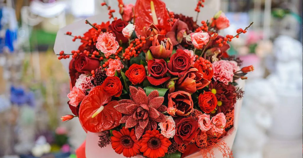 Red flower Christmas bouquet