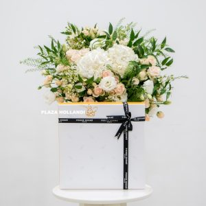 flower bouquet with Macarons